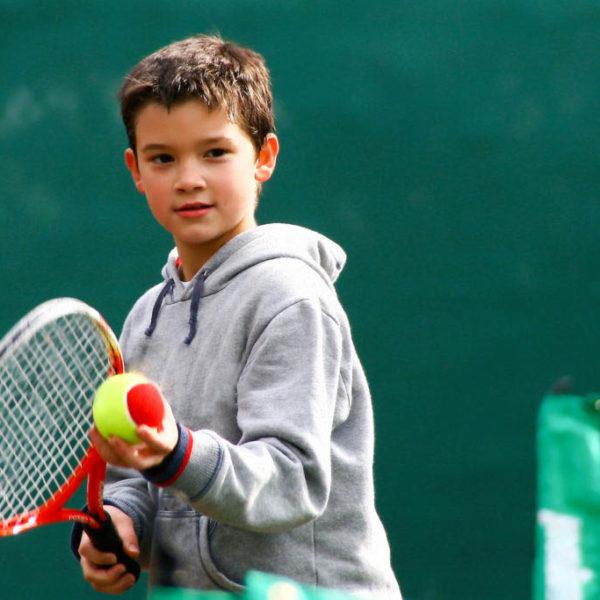 stage tennis, colonie equitation, pour les 8-14 ans
